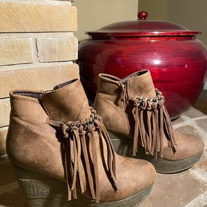 Sbicca Shoes - Brown leather moccasin wedges with fringe